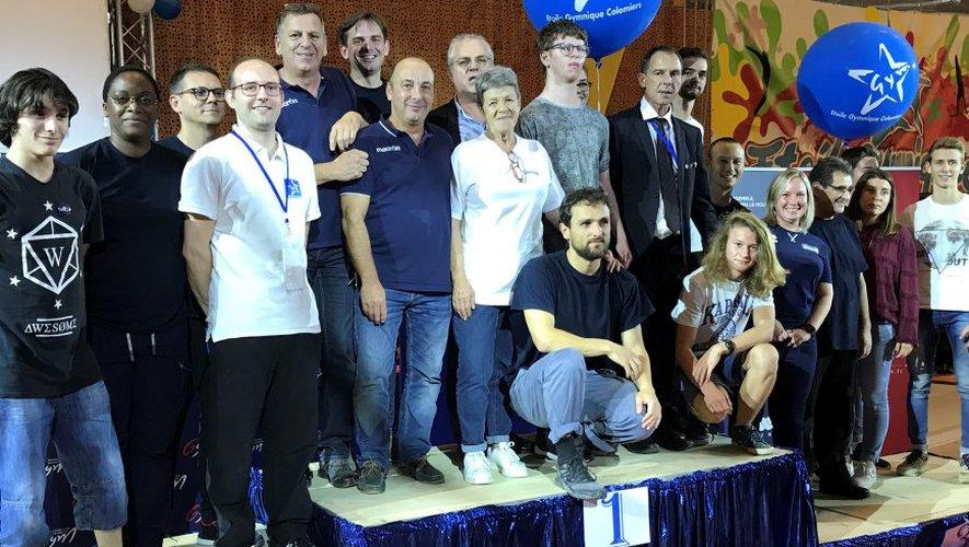 Colette Baillade devant Frédéric Venouil , entourés des bénévoles de l'événement. / Photo DDM, T.D